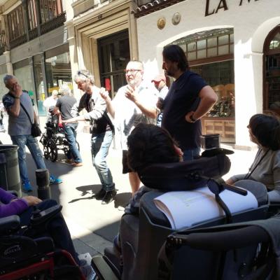 Fent-la petar al carrer Avinyó